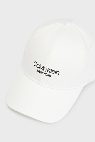 Женская белая кепка Calvin Klein