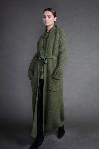Длинное вязаное пальто-кардиган из кашемира с шерстью.