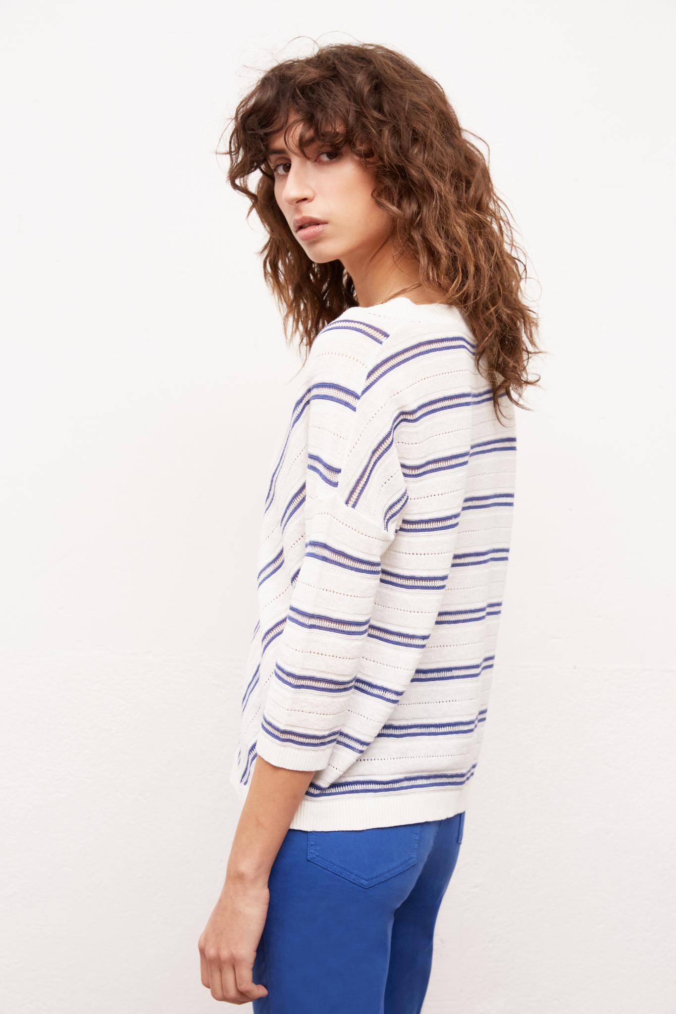 Ажурный свитер из тонкого льна и хлопка с V-образным вырезом