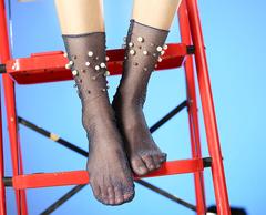 Женские капроновые носки с люрексом (гольфы) с жемчугом и бусинами, серые