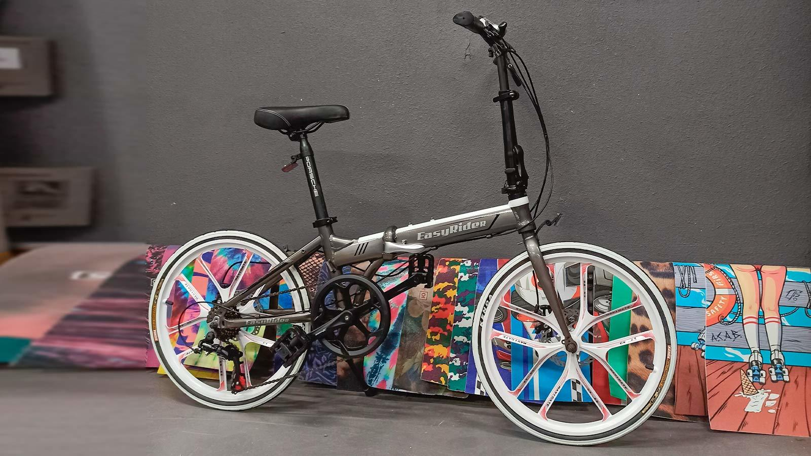 серый металлик складной городской велосипед