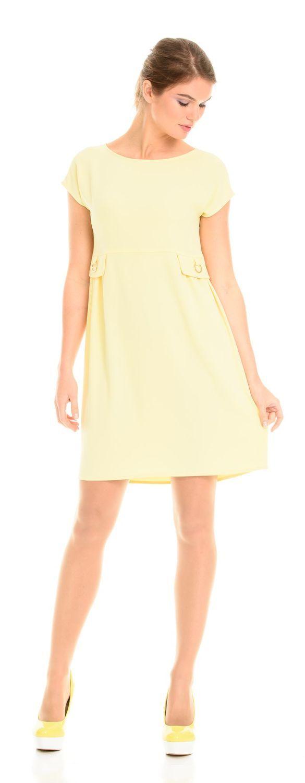 Платье З106а-313 - Платье в стиле бэби долл конареечно желтого цвета. Короткое платье с завышенной талией, пышной юбкой и облегающим лифом. Декоративным элеметном являются ложные карманы. В офисном стиле «кукольные» платья не используются, скорее больше подойдут для романтичных встреч, прогулок, выпускных вечеров и подобного рода мероприятий.