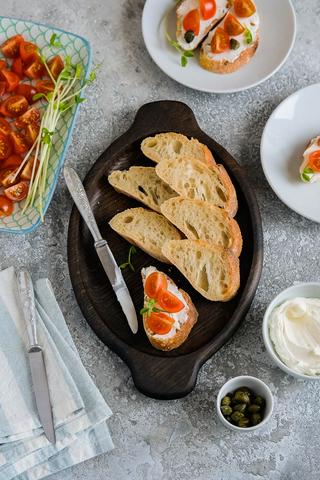 Тарелка для хлеба и сыра из темного дуба