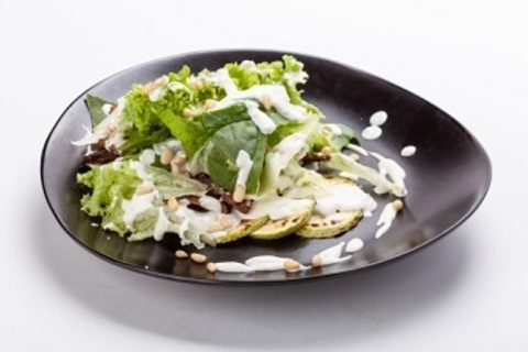 Теплий салат з яловичини, цукіні-гриль та соусом з блакитного сиру/ Warm beef salad with zucchini grill and blue cheese sauce