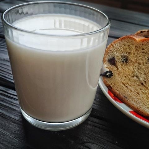 Фотография Молоко пастеризованное 3,2-3,5 % / 1 л / РАСПРОДАЖА купить в магазине Афлора