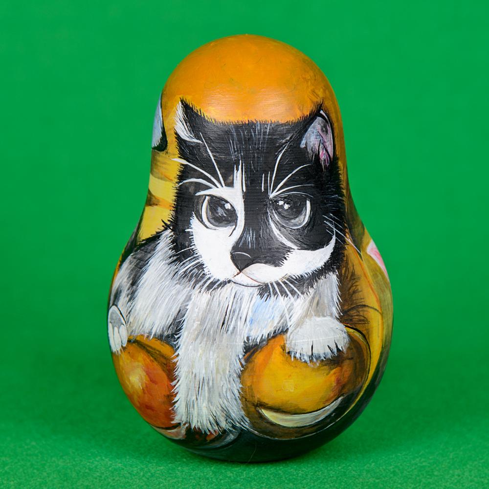 Неваляшка котик
