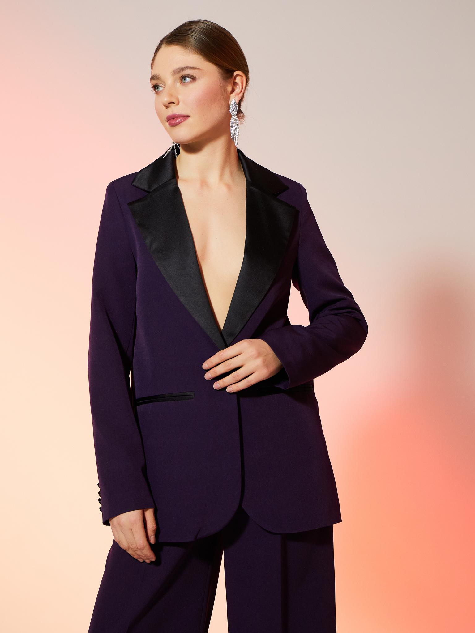 Пиджак прямой со шлицей с атласным воротником (фиолетовый)
