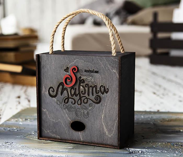 BOX219-1 Большая коробка для подарков к 8 марта (17*17*10 см)