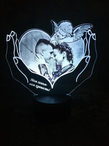 Фото-светильник с ангелом в руках
