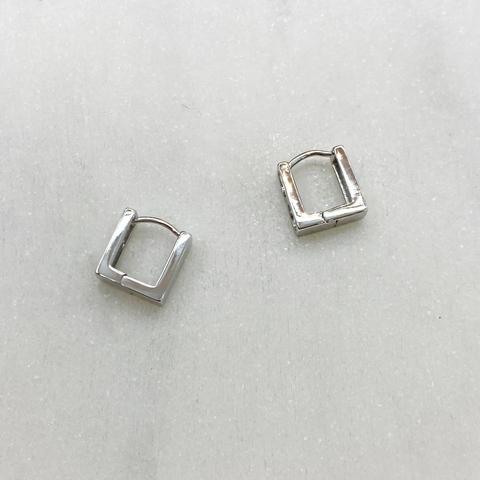 Серьги мини-конго квадратные 1 см (серебристый)