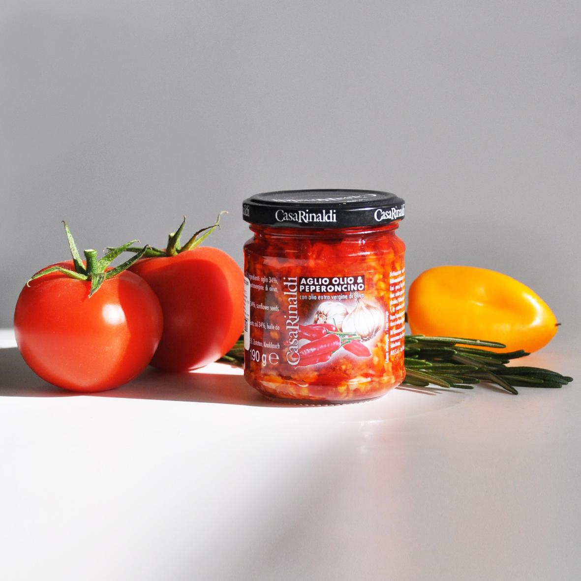 Соус Casa Rinaldi с чесноком, маслом, острым перцем 190г