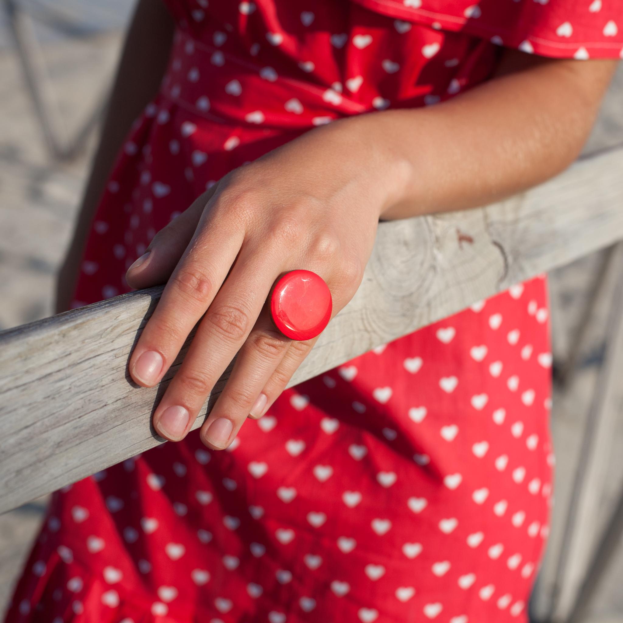 кольцо красное