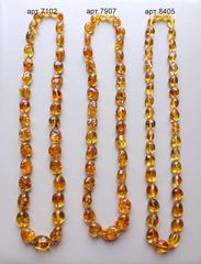 три похожих янтарных ожерелья_сравнительное фото