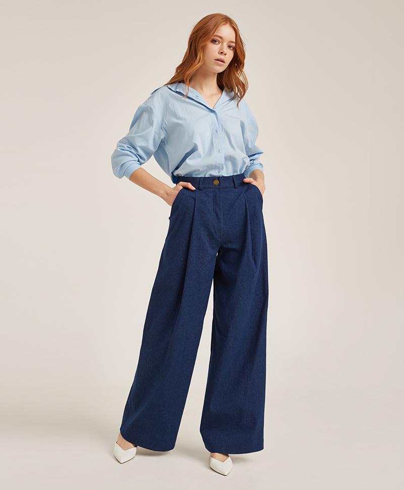 брюки-расклешённые-из-синего-денима