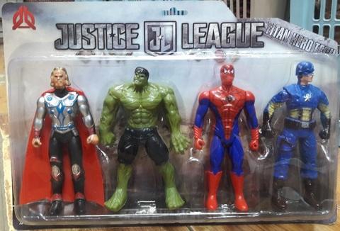 Четыре супер-героя Марвел