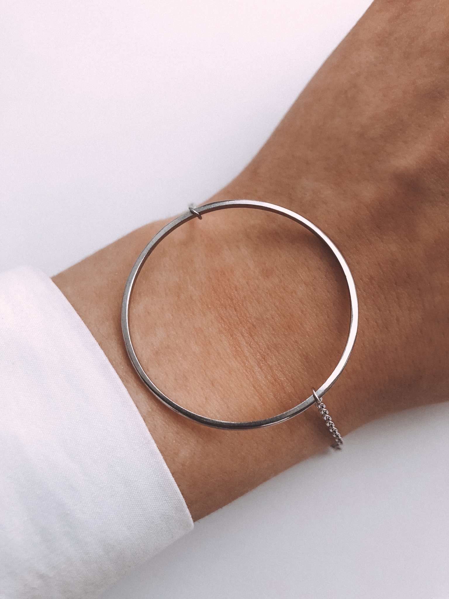 Серебряный браслет на цепочке с кольцом 40 мм