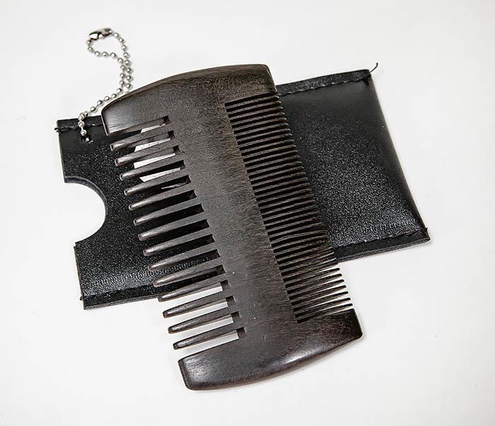 CARE157-1 Гребень для бороды из дерева в кожаном чехле