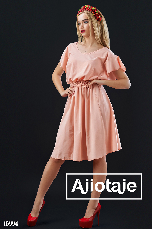 Легкое персиковое платье свободного силуэта