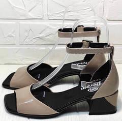 Красивые женские босоножки на низком каблуке 5 см Derem 602-464-7674 Beige Black.