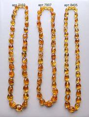 бусы янтарные_сравнительное фото трёх ожерелий из янтаря