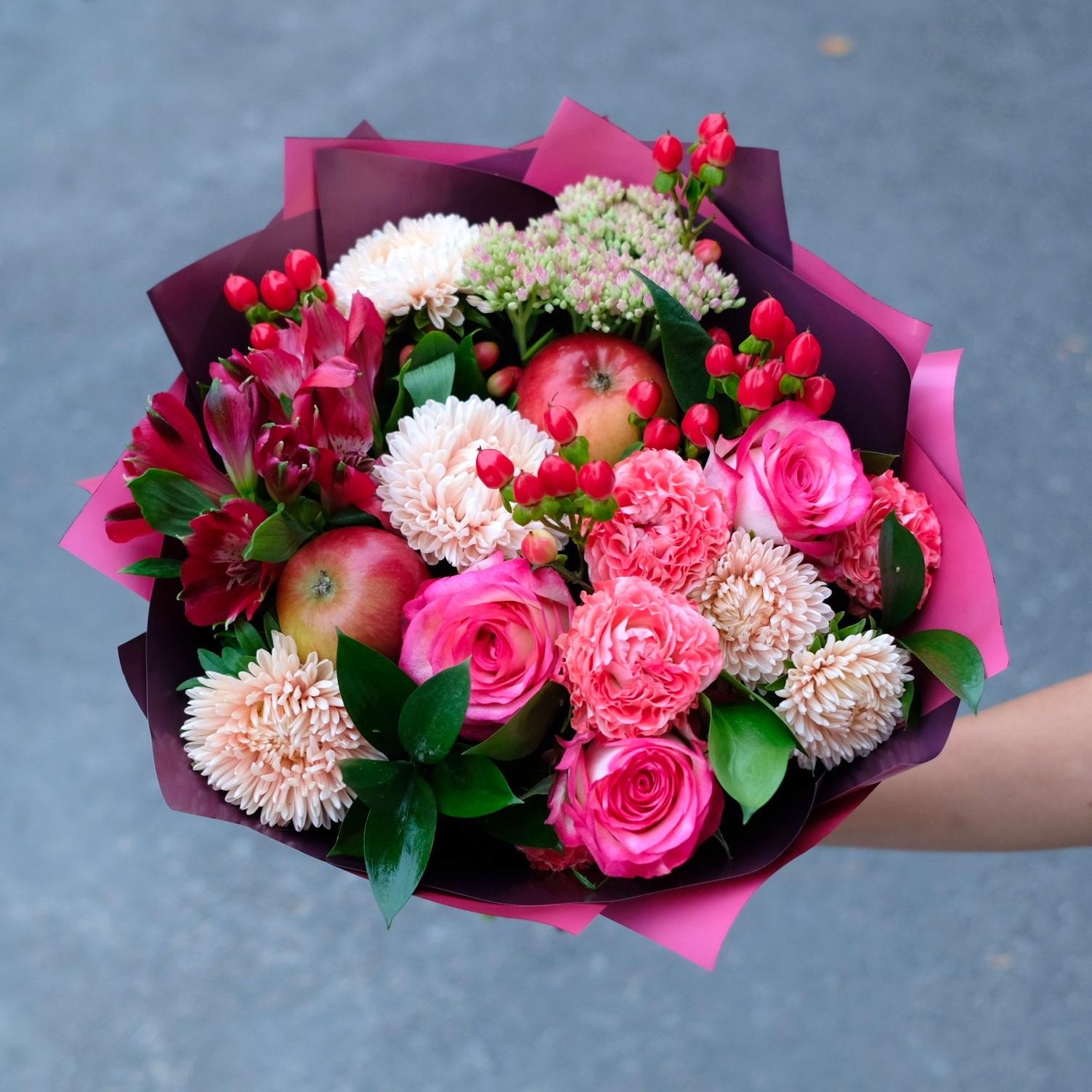 Букет осенний 10 с астрами и розой Джумилией
