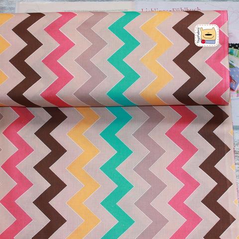 Ткань польский хлопок П157 Цветные шевроны на бежевом (80х50см)