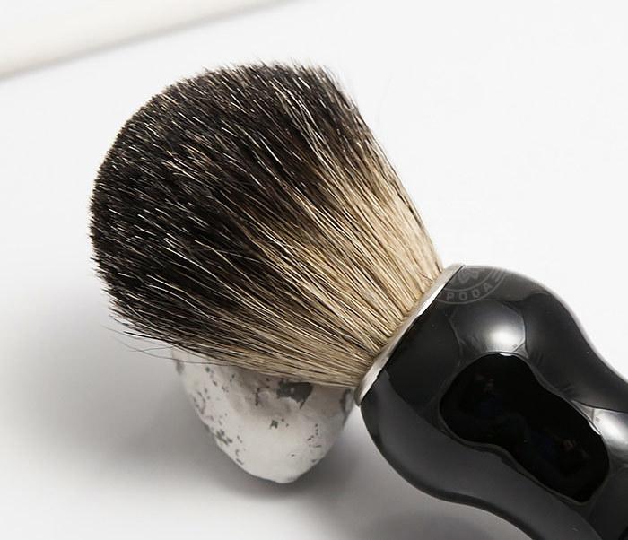 RAZ305-1 Помазок из волоса барсука с рукояткой черного цвета фото 03