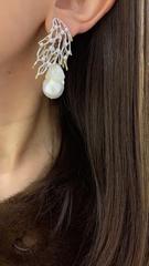 17011 - Серьги из серебра с барочным жемчугом и цирконами