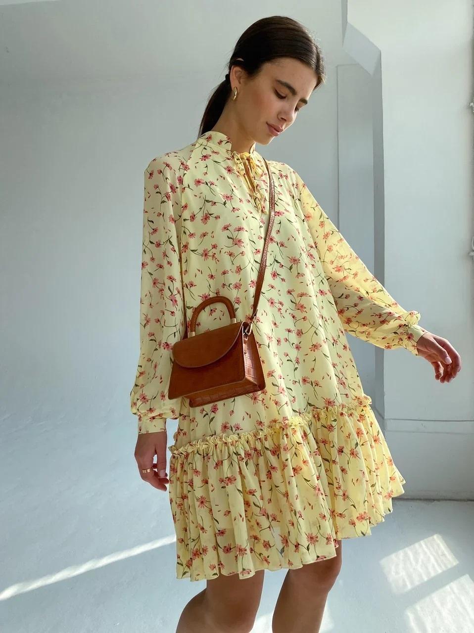 Платье мини свободного кроя (розовые цветы цветы на желтом)