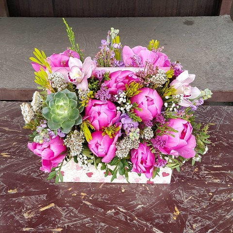 Ящик с цветами Пионы 2