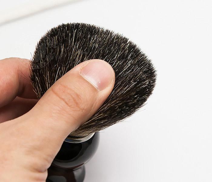 RAZ305-1 Помазок из волоса барсука с рукояткой черного цвета фото 05