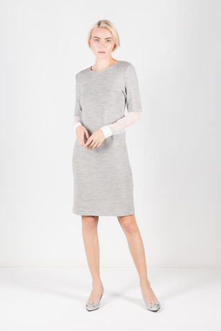 Фото меланжевое серое платье прямого силуэта с белыми кружевными рукавами - Платье З302-447 (1)