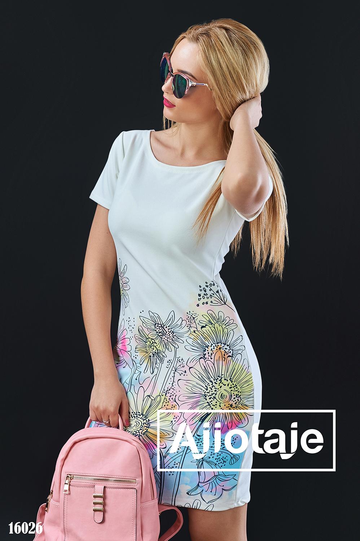 Платье молочного цвета с цветочным принтом
