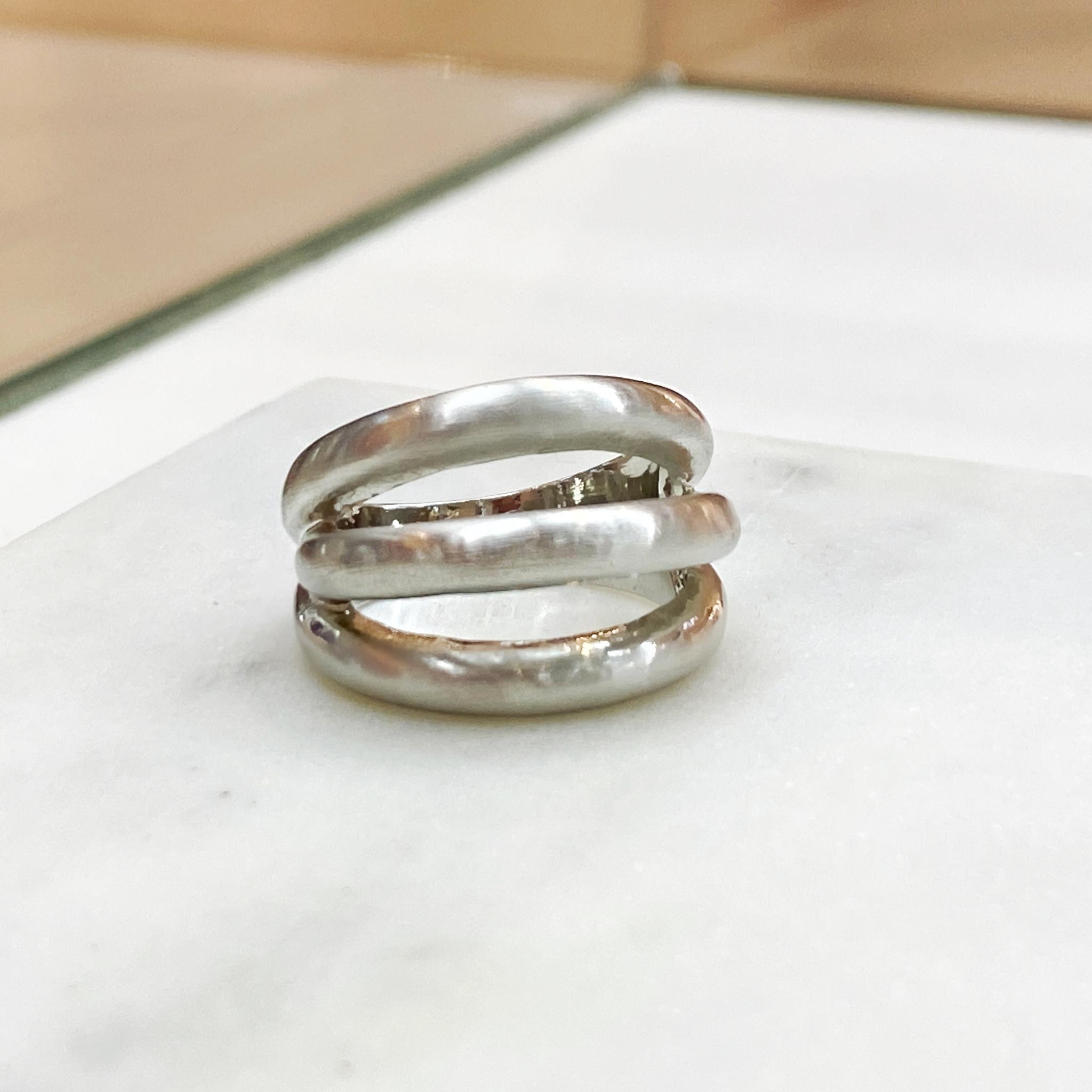 Кольцо Vi 3 линии стальной