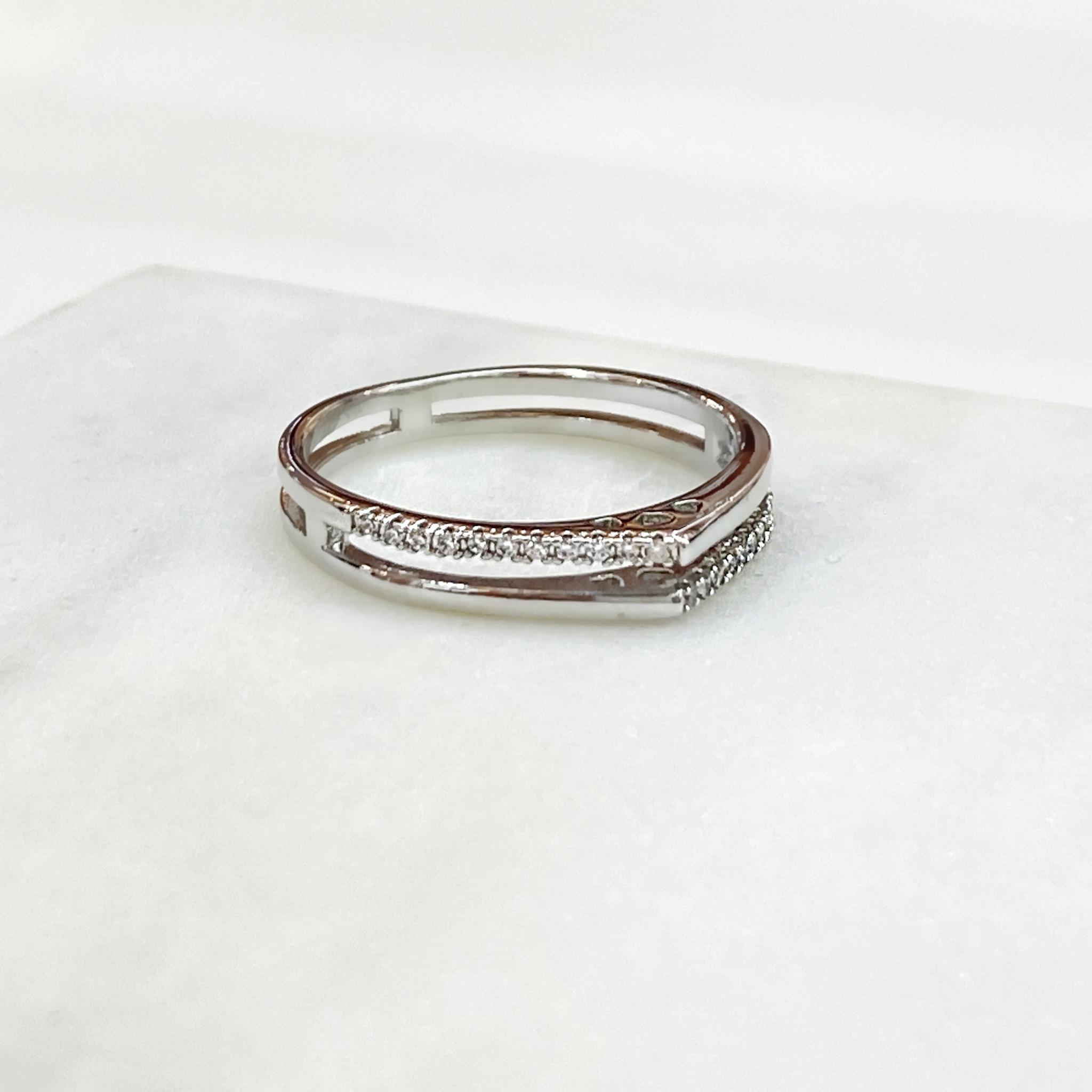 Кольцо в форме уголок двухрядное с цирконами