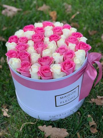 Розовые и белые розы в коробке Maison Des Fleurs