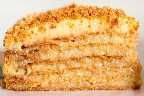 Кусок торта «Наполеон» без глютена