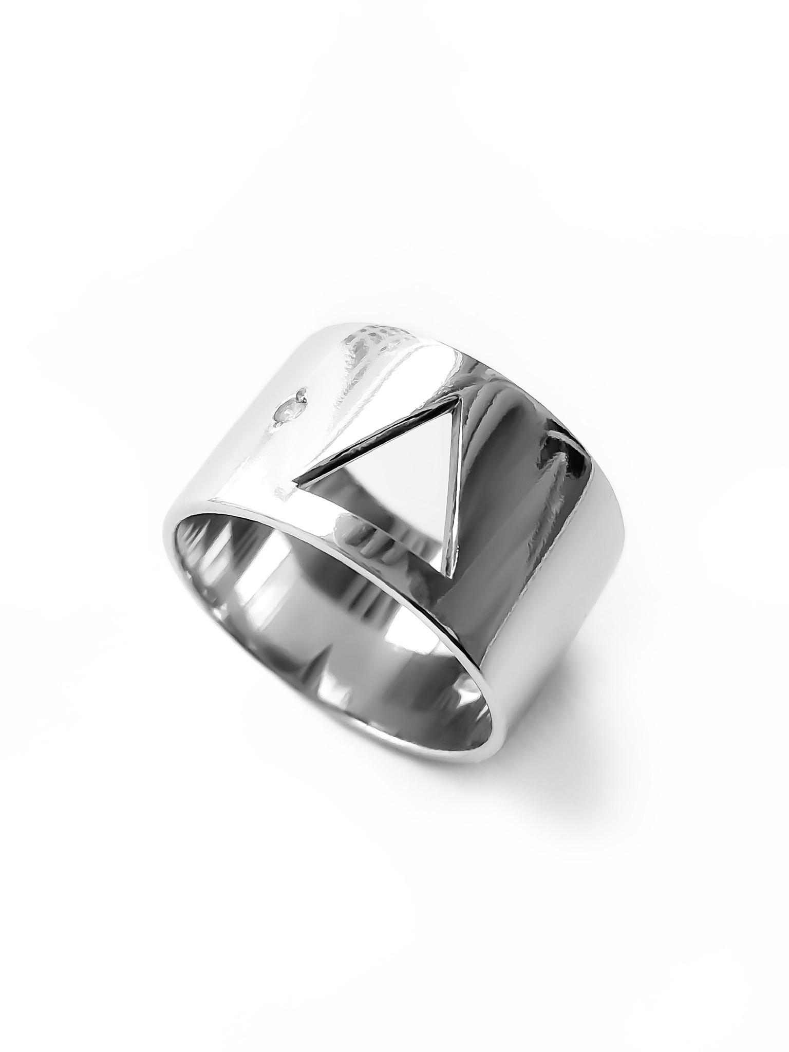Серебряное широкое кольцо с фианитом и треугольником