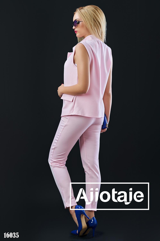 Брючный костюм розового цвета с жилетом