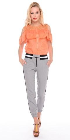 Фото оранжевая блузка с кружевной вставкой на плечах и вырезами на рукавах - Блуза Г594а-771 (1)