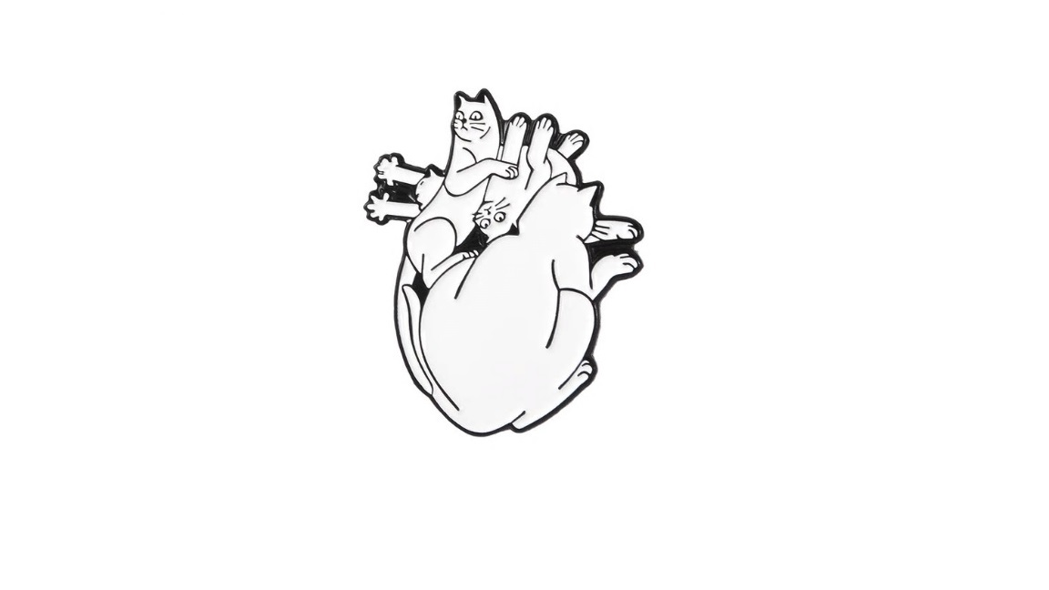Брошь сердце кошки
