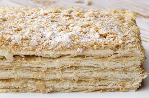 Приготовленный по экологически-чистой рецептуре безглютеновый торт «Наполеон»