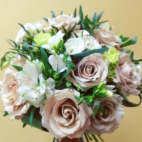 №97. Букет с пудровыми розами.
