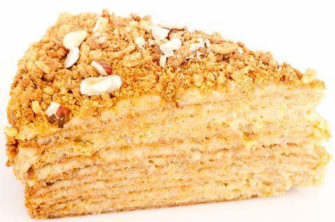 Кусок вкуснейшего натурального торта «Наполеон» без глютена