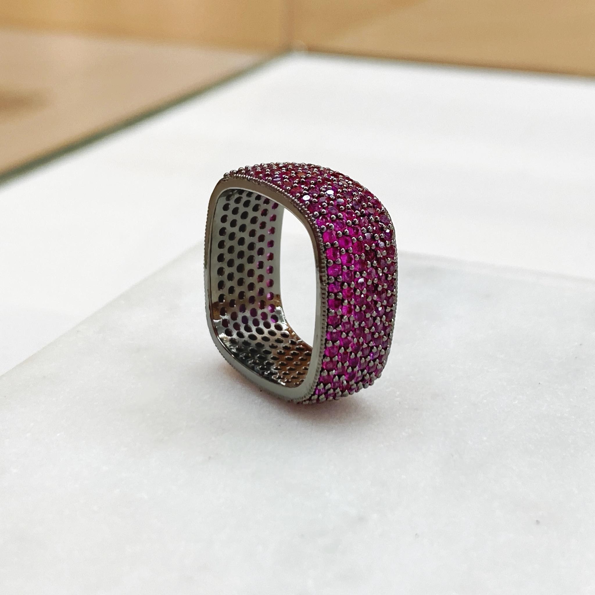 Кольцо Zircon квадратное с пале рубиновый (юв.сплав)