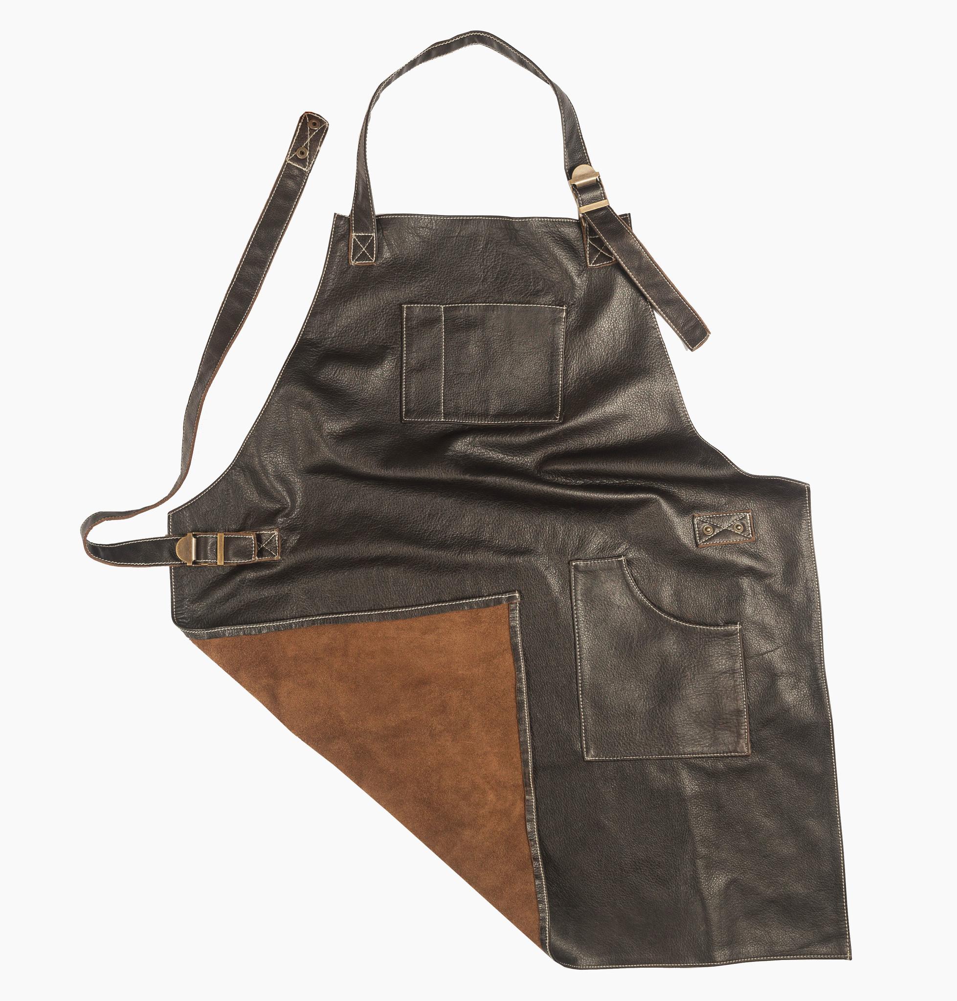 Мужской брутальный кожаный фартук тёмно-коричневый ручной работы с нагрудным карманом и боковым, с регулирующимся ремнём Brewer Lab 17111Ш из импортной натуральной кожи