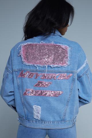 Джинсовая куртка с нашивками женская недорого