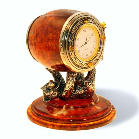 Настольные часы из янтаря «Цирковой медведь»