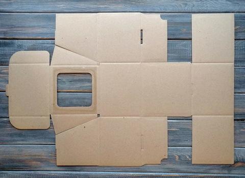 Коробка мгк С ОКОШКОМ квадратная (130*130*110мм)