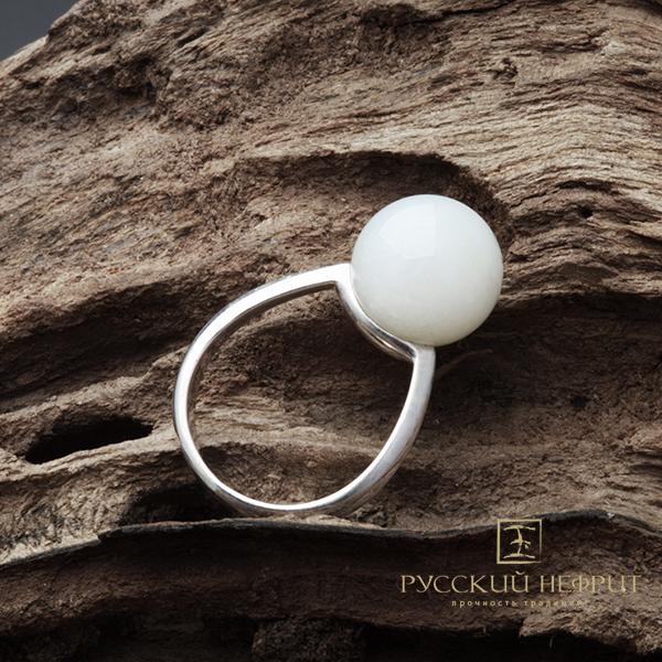 Кольца Кольцо с белым нефритом. Perlus. kolso_perlus_bel.jpg
